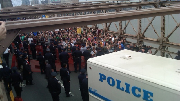 [NY] Hundreds Arrested When Wall Street Protesters Block Brooklyn Bridge
