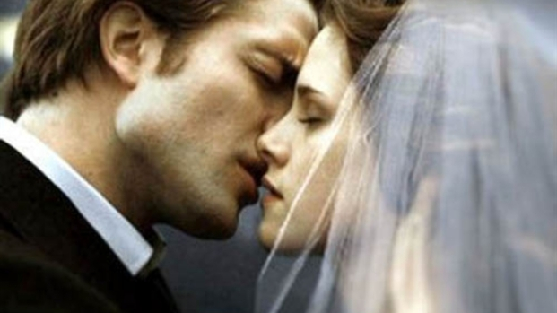 "[FREEL] Robert Pattinson, Kristen Stewart on Their Steamy ""Breaking Dawn"" Sex Scene"