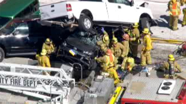 [GALLERY] Cars Collide on 14 Freeway