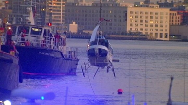 [NY] Helicopter Pulled Out of East River [Raw]