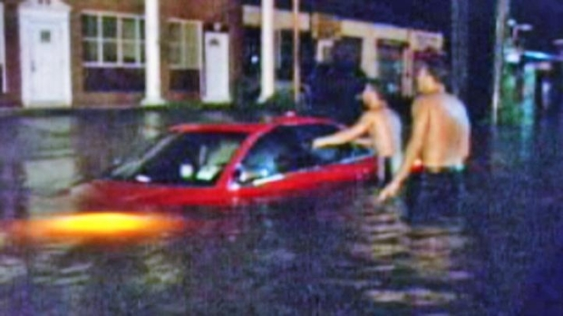 [NY] Floods Swallow Cars on Long Island as Irene Nears