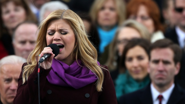 "[NY]  Kelly Clarkson Sings ""My Country, 'Tis of Thee"" At Inauguration"