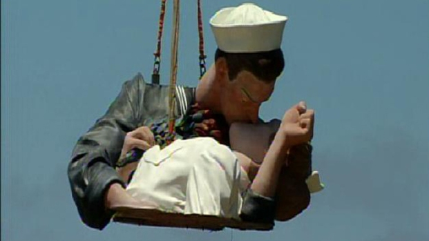 'Kissing Statue' Disassembled