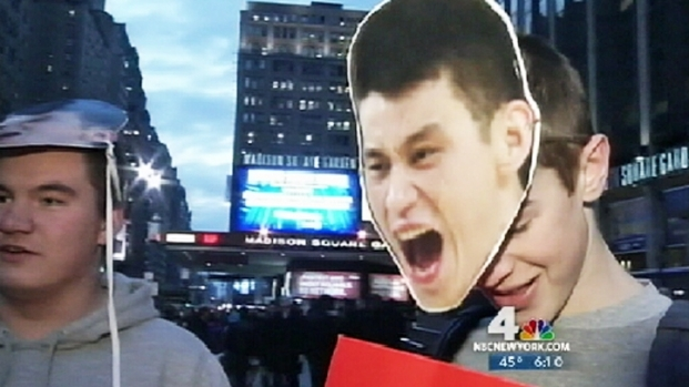 [NY] Knicks Fans Gripped With Linsanity Ahead of Game