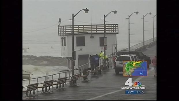 [NY] Hurricane Irene Storm Surge Lifts Long Beach Lifeguard Station