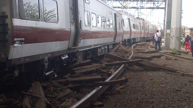 [NY] Metro-North Trains Collide in Connecticut, 60 Injured