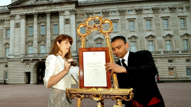 [AP] It's Official: Royal Birth Announced at Buckingham Palace