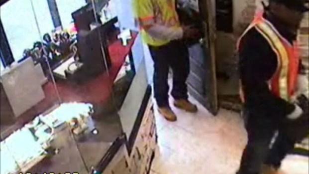 [NY] Greenwich Village Jewelry Store Robbery [Raw]