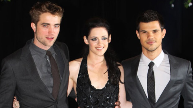 """[THREAD] What They Wore: All the Looks from the """"Twilight Breaking Dawn"""" Press Tour"""