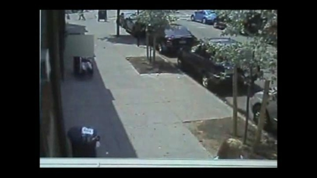 [NY] Man Robs Woman in Wheelchair [Raw]