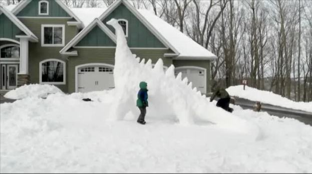 [NATL] Minnesota Family Builds Giant Snow Dinosaur
