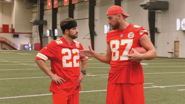Kansas Chief Travis Kelce Shows Us his Quarterback Skills