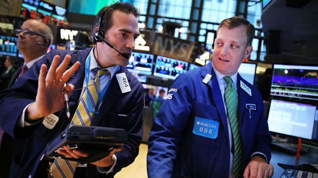 Stocks Plunge: Dow Sheds 316 on Europe, Rate Hike Fears