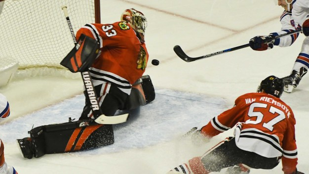 Raanta, Rangers Beat Blackhawks 1-0 in Overtime }