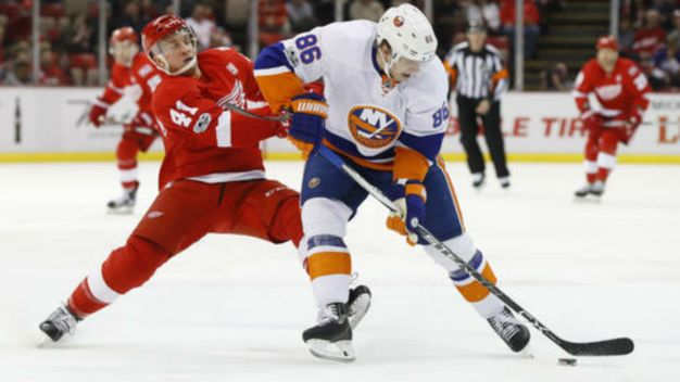 Islanders Open 9-Game Road Swing with 3-1 Win Over Red Wings