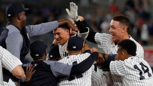 Torreyes' Single in 10th Lifts Yankees Over Rangers 2-1