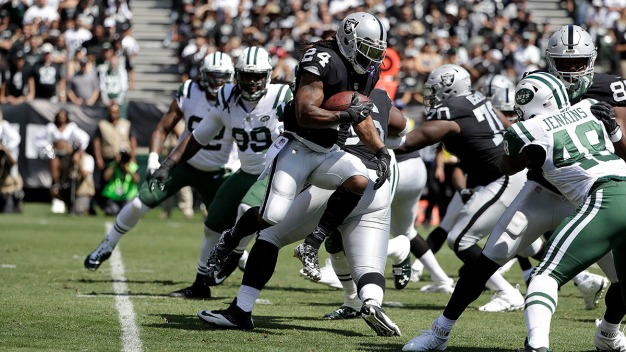Lynch Helps Fuel Raiders' Offense in 45-20 Win Over Jets
