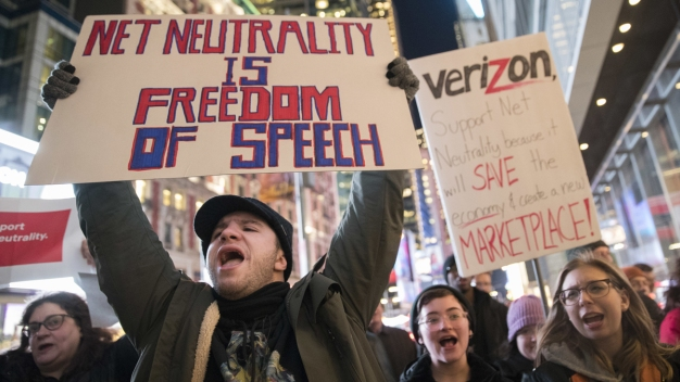 Net Neutrality Fans Speak Up as FCC Set to Strike Down Rules