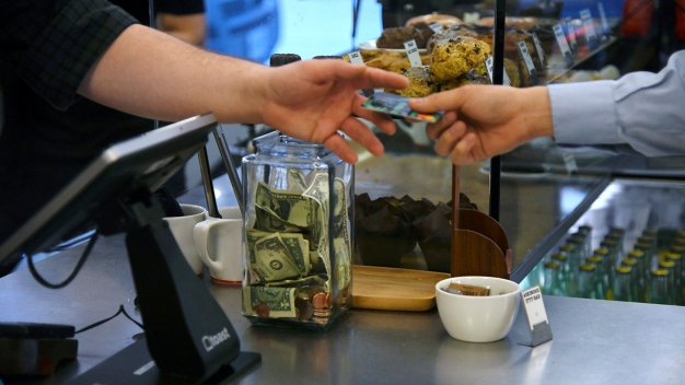 Consumer Prices Up 2.9 Pct, Leaving Americans Worse Off