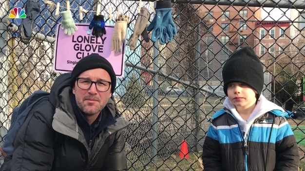 Dad, Son Start 'Lonely Glove Club' to Reunite People With Lost Mittens