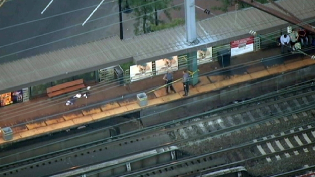 1 Shot in Robbery on NJ Transit Platform, 3 in Custody