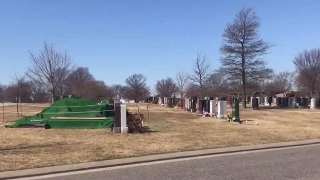 NY Woman Says Sinkhole Nearly Sucked Her Into Parents' Grave