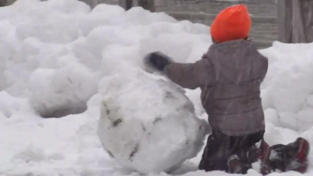 Queens Residents Make the Best of the Snow