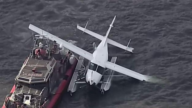 Seaplane Makes Emergency Landing in East River