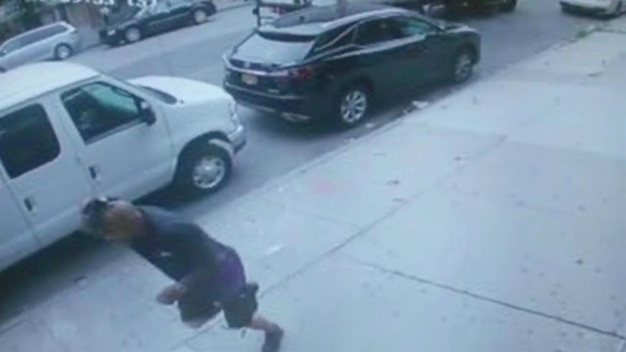 Robbers Tie up Woman, Assault Man in Robbery at Brooklyn Business: NYPD