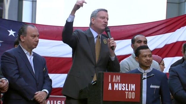 'Today, I am a Muslim Too': Mayor de Blasio Addreses Crowd at Muslim Rally