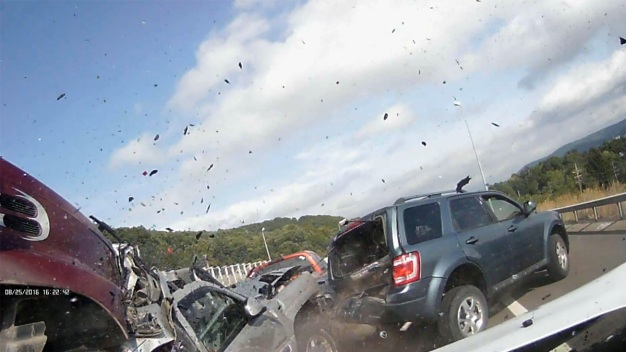 Dashcam Catches 10-Car Pileup, Motorists Rushing to Help
