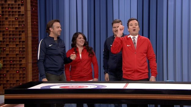 'Tonight': Bar Curling with Jason Sudeikis and Olympians}