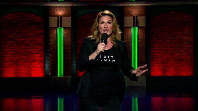 'Late Night':Ana Gasteyer Performs 'Trump Kind of Christmas'