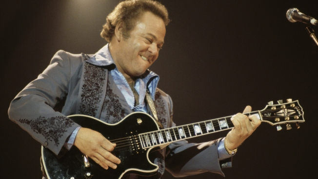Roy Clark, Country Guitar Virtuoso, 'Hee Haw' Star, Dies at 85