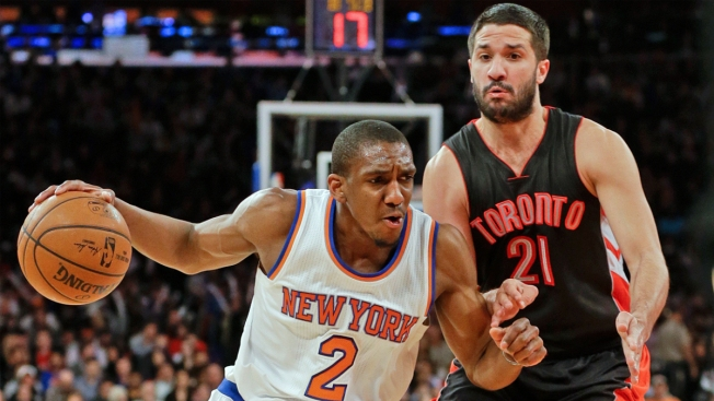 Knicks Pay Tribute to Mason, Beat Raptors