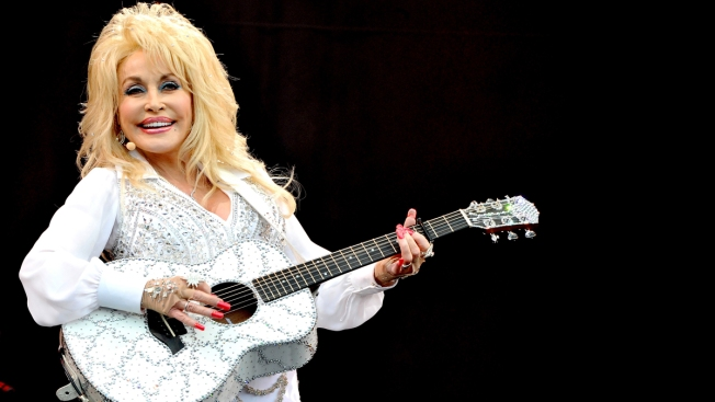 "Dolly Parton Supports Her Gay Fans and Calls Out Judgmental Christians: ""I Try to Love Everybody"""