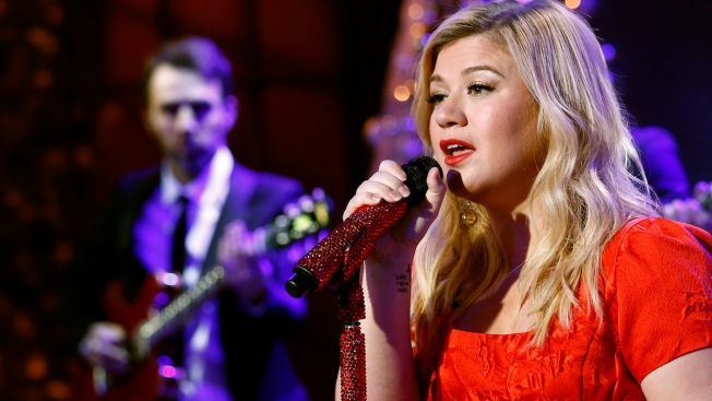 Kelly Clarkson Is 'Totally Pregnant' With Baby No. 2
