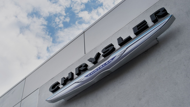 Chrysler Recalls More Than 900K Vehicles
