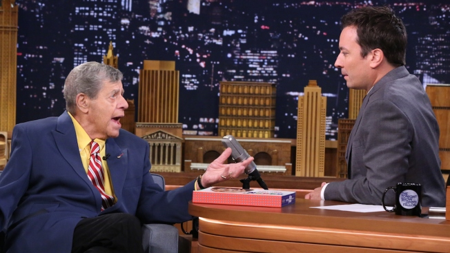 Comedian Jerry Lewis Hospitalized for Infection