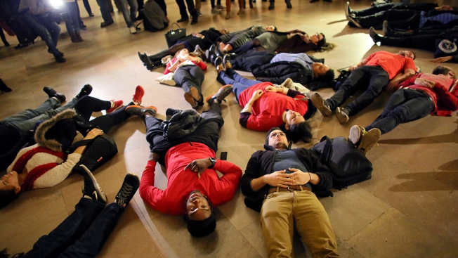 Reaction on Twitter to Grand Jury Decision Not to Indict Cop in Eric Garner Death