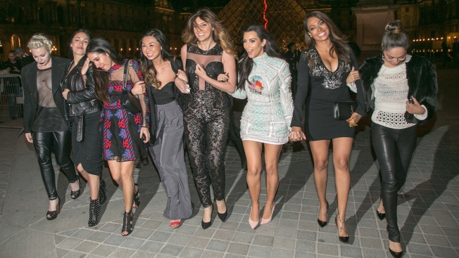 "Kim Kardashian Has ""Last Supper"" With Girlfriends in Paris"