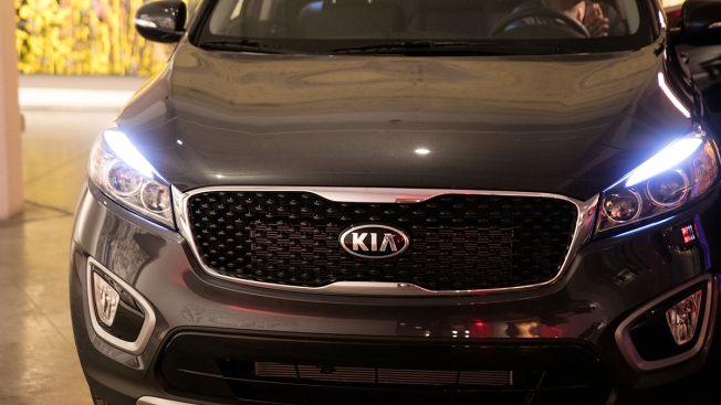 Tests Find That Most Midsize SUVs Have Unsafe Headlights