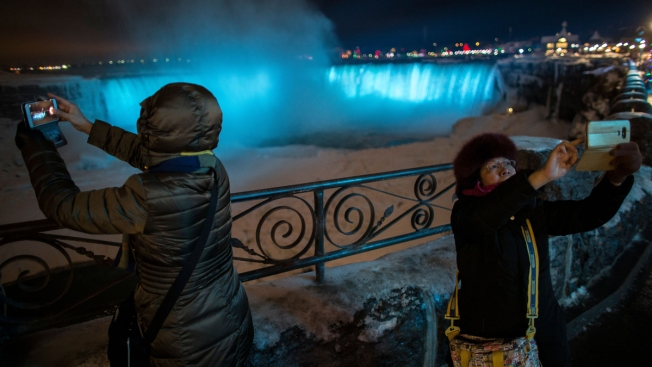 Niagara Falls Casino Wants to Break Record for Vow Renewals