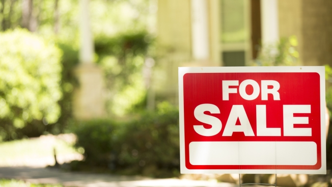 Falling Home Sales Not Helping Middle-Class Buyers: Analysis