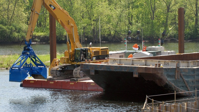 Huge Undertaking, Dredging of Hudson for Toxic PCBs, Nears Its End