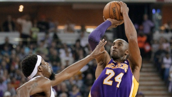Kobe Passes Wilt Chamberlain for 4th on NBA Scoring List