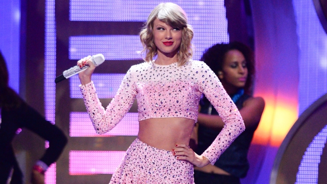 Taylor Swift Wore Tumblr-Inspired Shirt About Herself