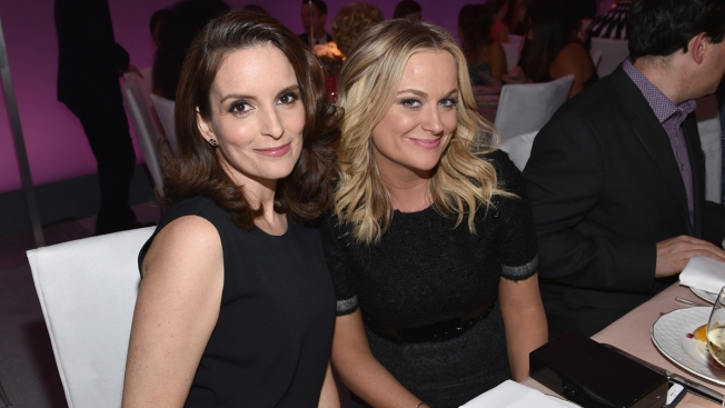 Tina Fey and Amy Poehler to Host 'Saturday Night Live' Holiday Episode