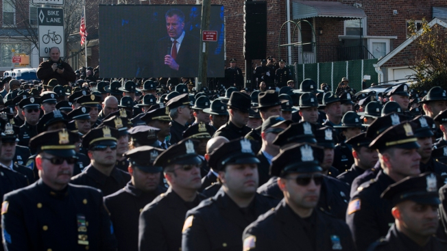 New Yorkers Didn't Approve of NYPD Officers Turning Their Backs to Mayor de Blasio: Poll