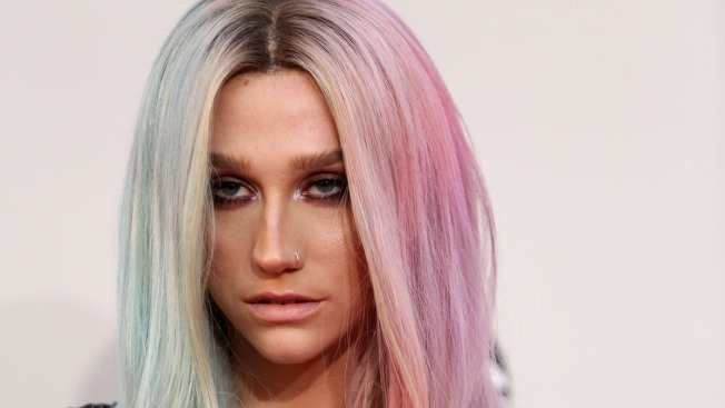 Ke$ha Checks Into Rehab for Eating Disorder